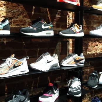 a8ec12f9235672 Le Buzz - 12 Photos - Magasins de chaussures - 11 rue de la Clef ...
