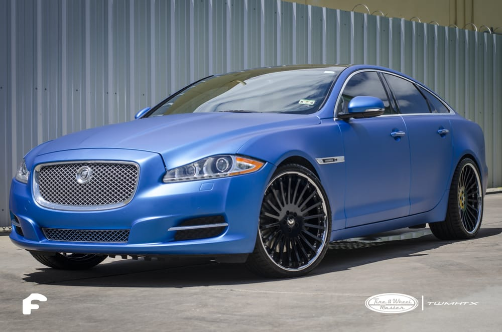 Jaguar Xj In A Blue Metallic Vinal Wrap With 22 Inch Black And