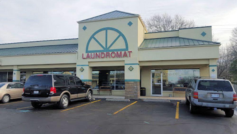 Lee's Summit Laundry: 404 SW Nichols St, Lee's Summit, MO