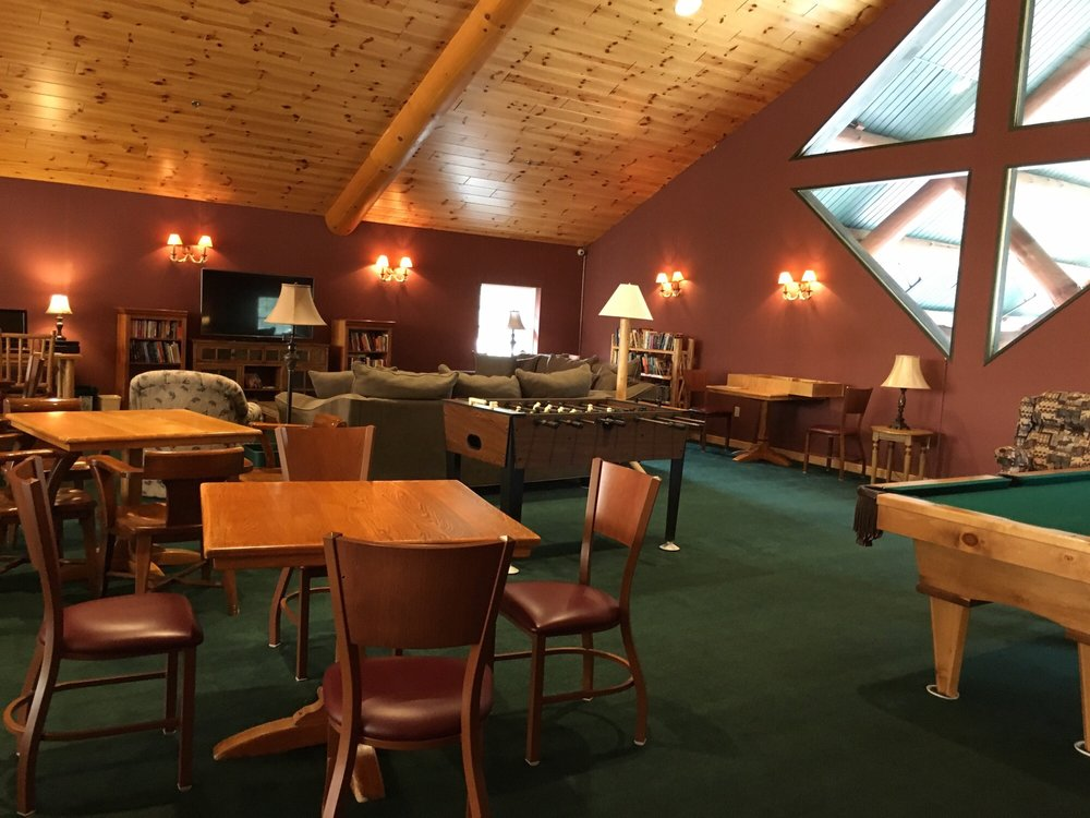 Stafford's Crooked River Lodge: 6845 N US Hwy 31, Alanson, MI