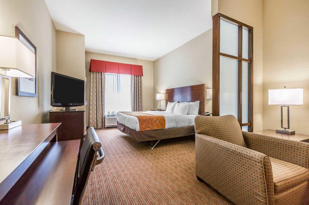 Comfort Suites: 700 West Donlon St, Blythe, CA