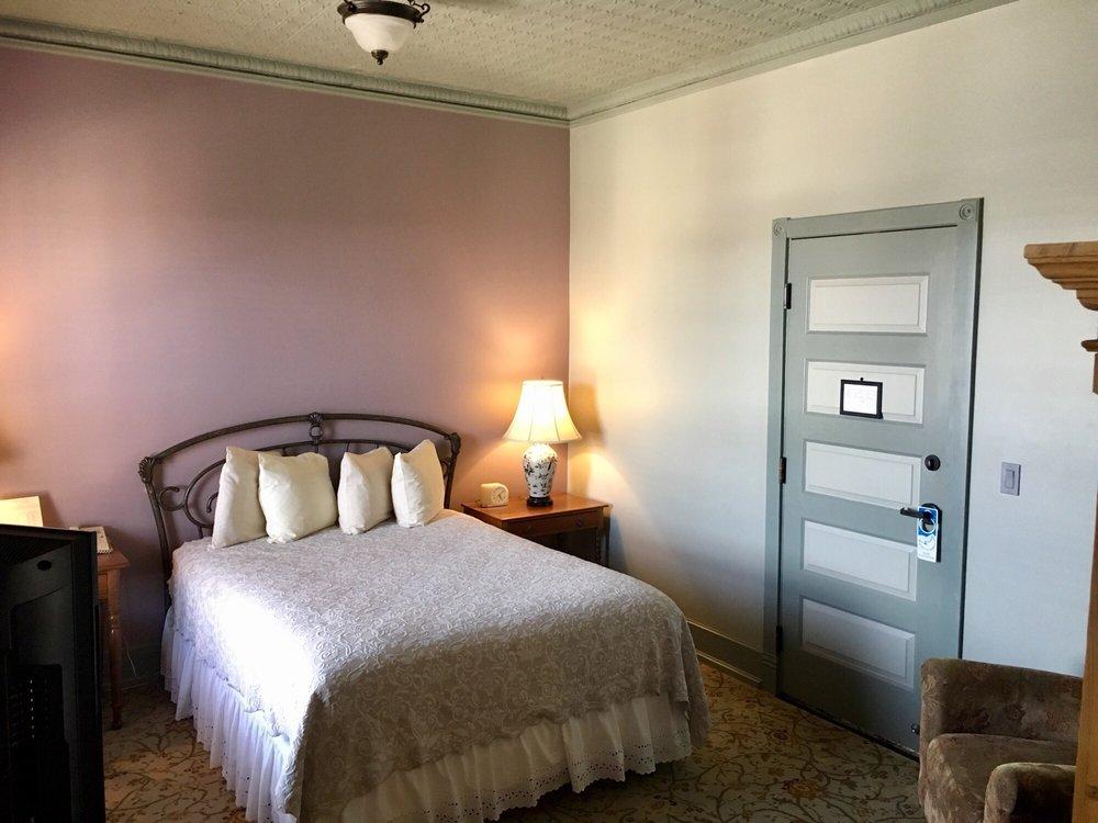 Blackhawk Hotel: 115 Main St, Cedar Falls, IA