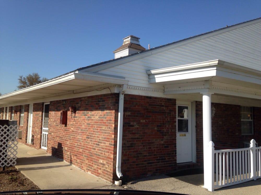 Arthur Country Inn: 785 E Columbia St, Arthur, IL