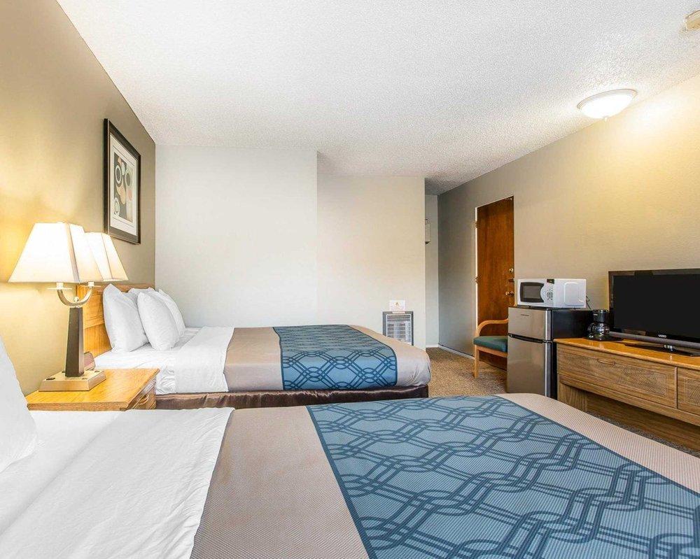 Econo Lodge Inn & Suites: 526 S Main St, Yreka, CA