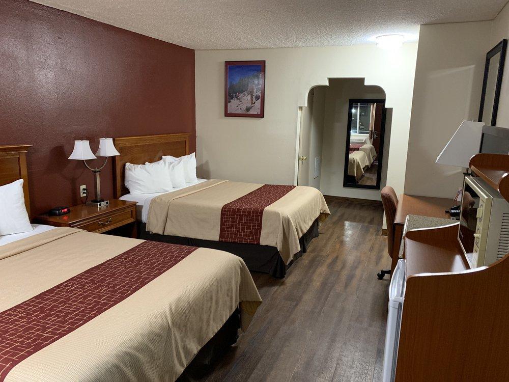 Red Roof Inn Bishop: 150 E Elm St, Bishop, CA