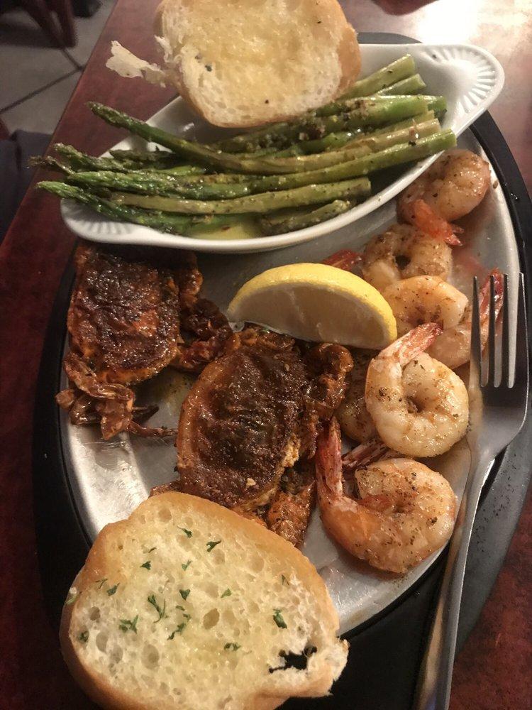 Black Velvet Oyster Bar & Grill: 105 Everard Ln, Buras, LA