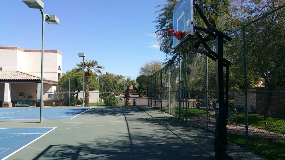 La Glorieta Basketball, Racquetball and Tennis Court