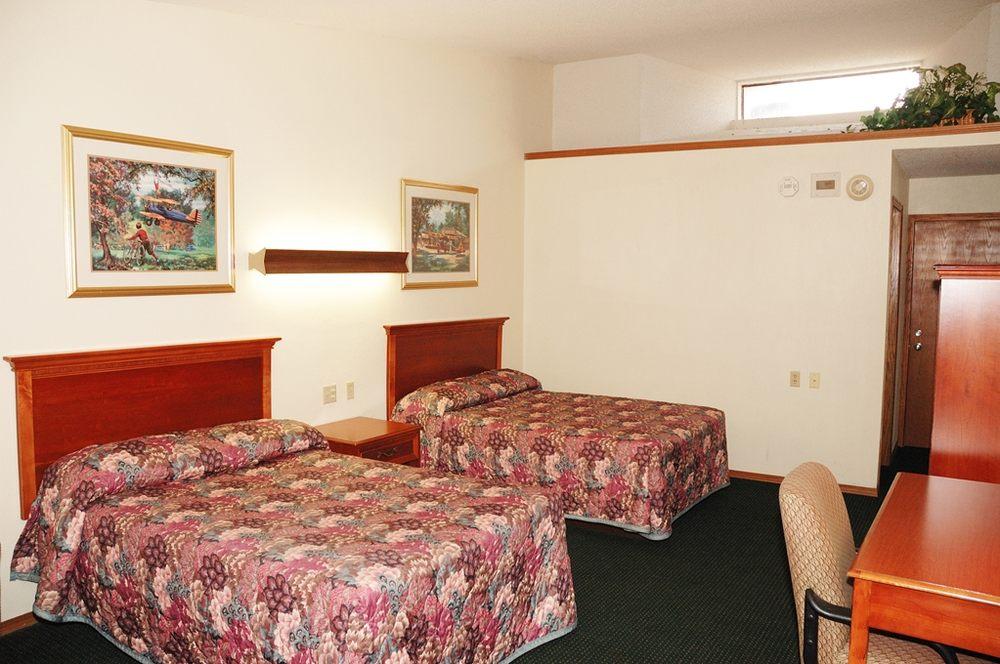Lehr's Motel: 212 W 7th Ave, Augusta, KS