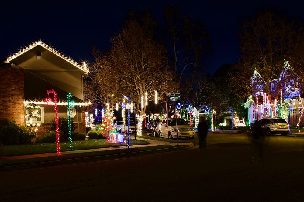 Willow Glen Holiday Lights: 1261 Lincoln Ave, San Jose, CA