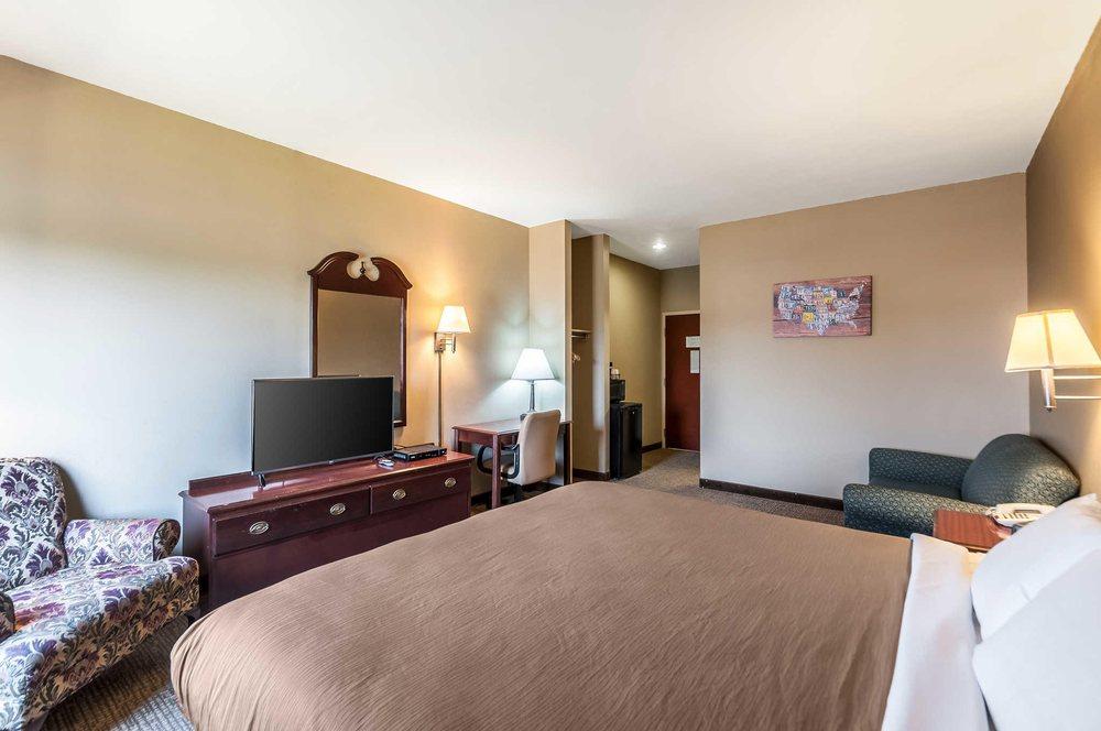 Econo Lodge Inn & Suites: 91 Reliance Rd, Middletown, VA