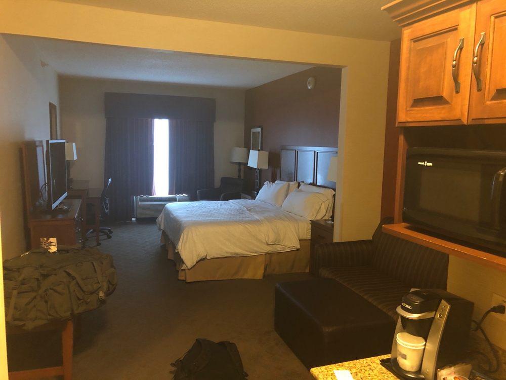 Holiday Inn Express & Suites Paducah West: 3996 Hinkleville Rd, Paducah, KY
