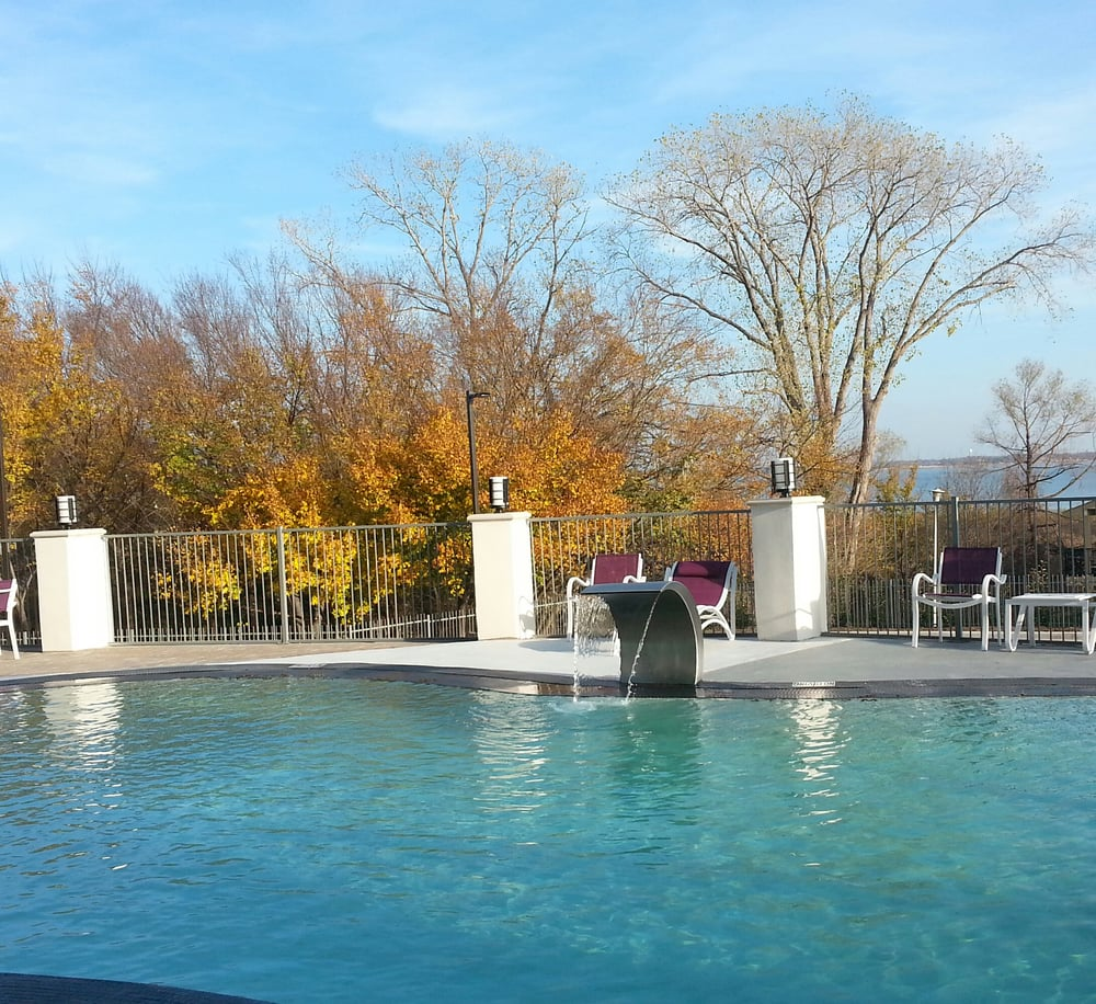 Holiday Inn Express Dallas: Poolside With Lakeview