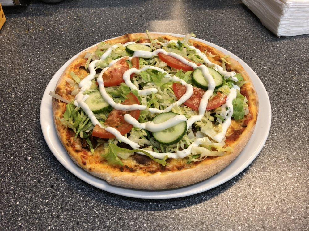 Salat Pizza Med Kebab Tomat Agurk Og Creme Fraiche Yelp