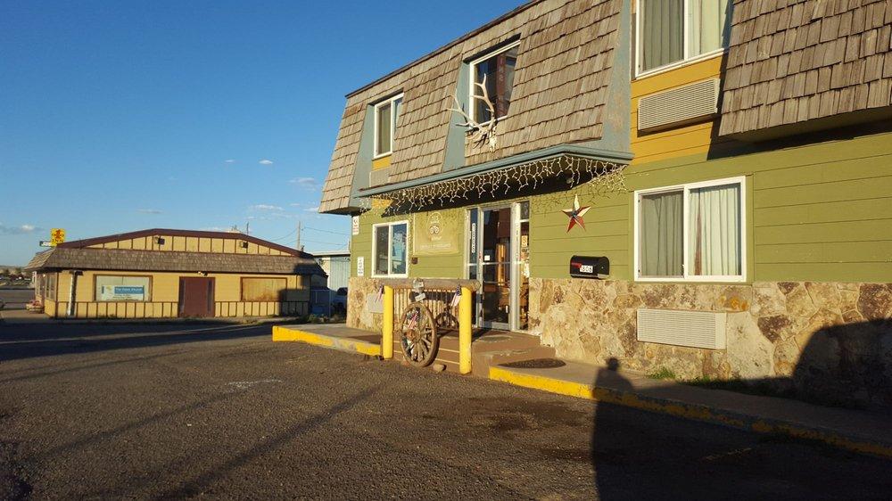 Key Motel: 1806 E Cedar St, Rawlins, WY