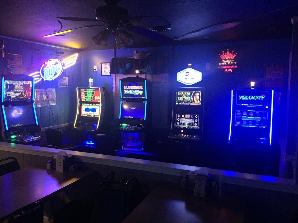 Wigglers Bar & Grill: 7243 Saint James Dr, Edwardsville, IL