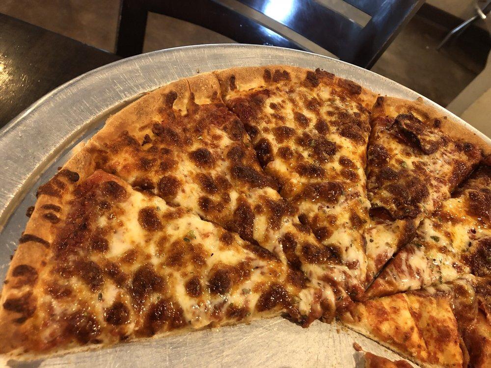 Mama Mia's Pizzeria: 203 W 4th St, Anna, TX