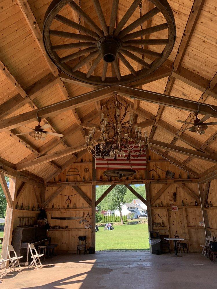The Farm at Carter Hill: 86 E Hampton Rd, Marlborough, CT