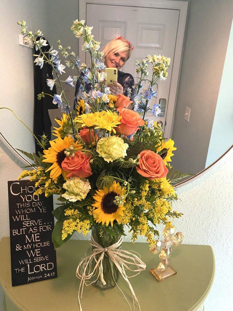 Lindas Enchanted Florist: 8761 SW 146th Pl, Dunnellon, FL