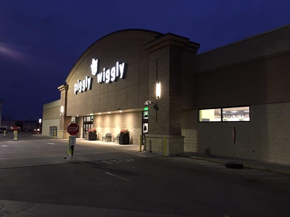 Piggly Wiggly-Beaver Dam: 810 Park Ave, Beaver Dam, WI