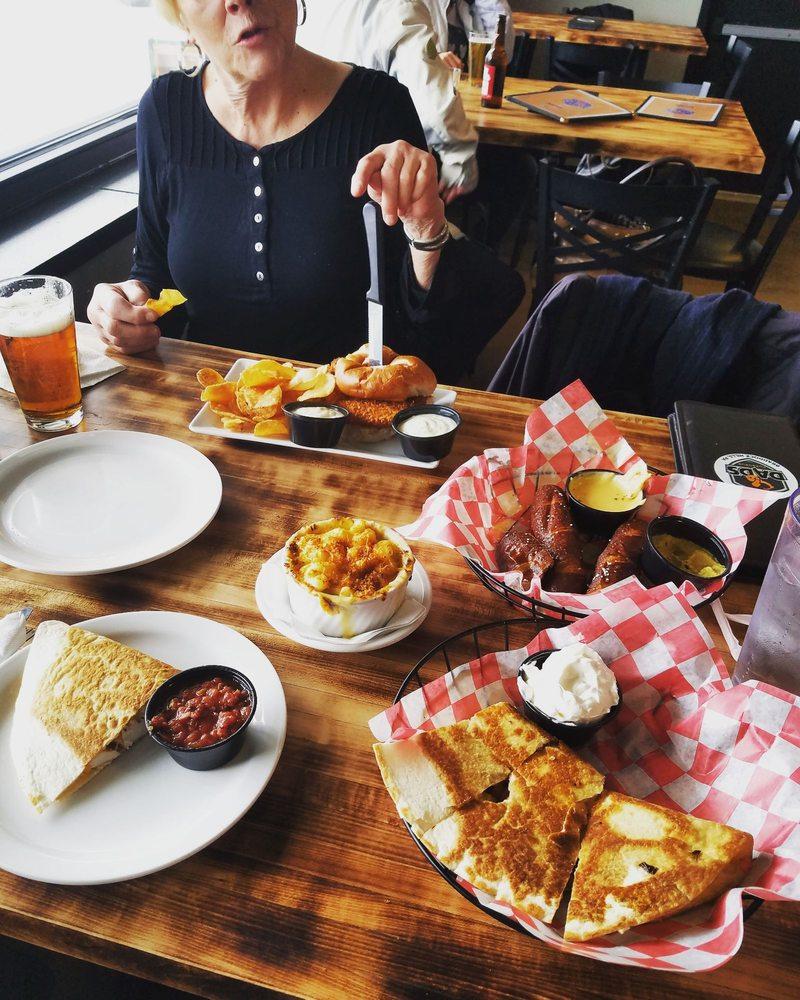 Dad's Pub & Grub: 1050 Brinton Rd, Pittsburgh, PA