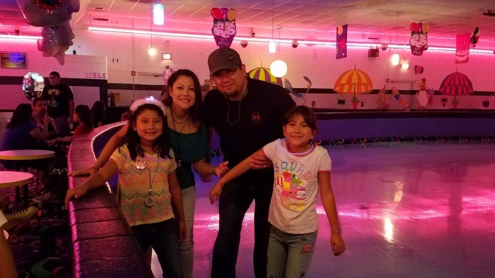 Car-Vel Skate Center Leon Valley: 6807 Bandera Rd, San Antonio, TX