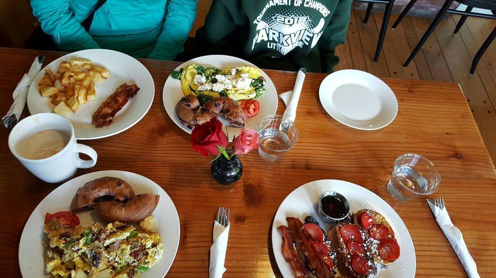 Bon Bistro & Bakery: 867 Redwood Dr, Garberville, CA