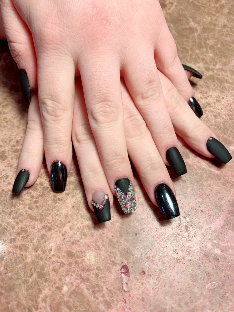 Luxury Nails: 120 S Broadview St, Greenbrier, AR