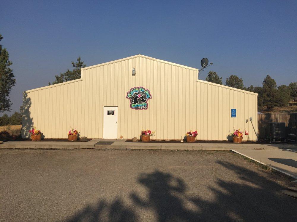 Zipidy Do Dog Resort: 11100 W Highway 126, Redmond, OR
