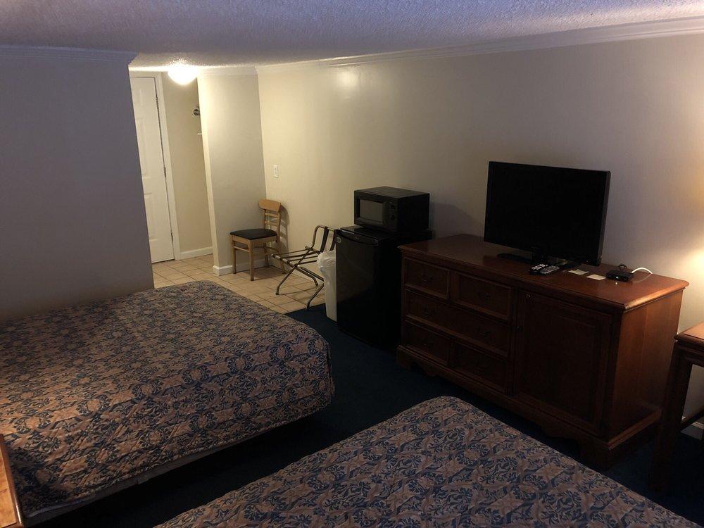 Pocahontas Motel: 3731 Stewart St, Welch, WV