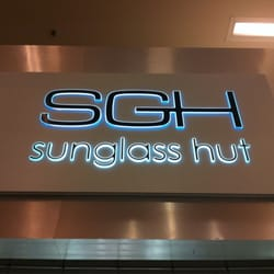 Sunglass Hut Reviews  sunglass hut internatl 11 reviews eyewear opticians 200 e