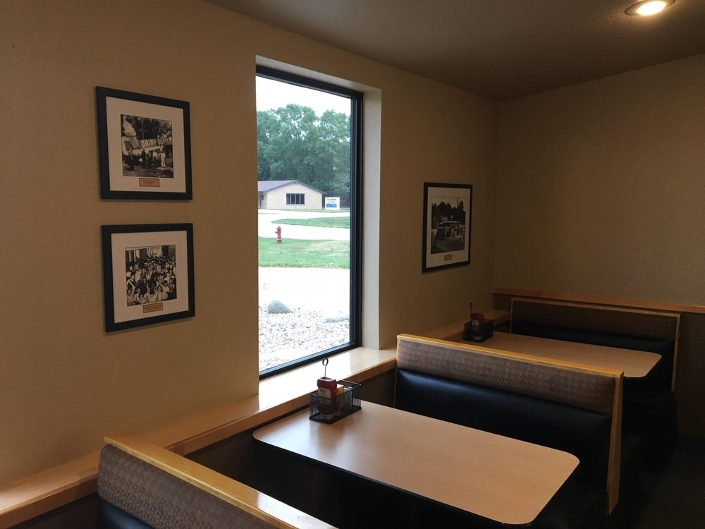 Dairy Queen Grill & Chill: 3204 Main St, Emmetsburg, IA