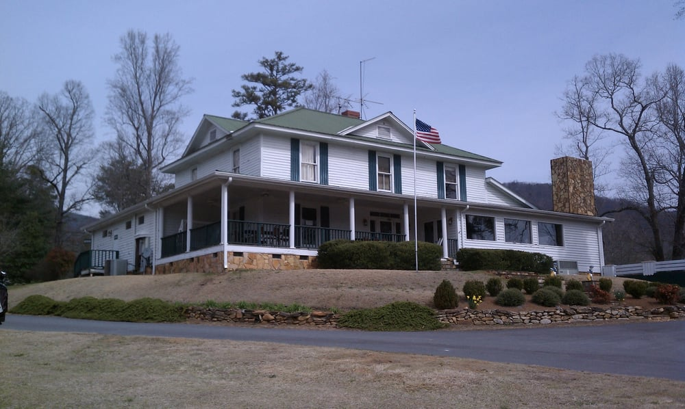 Bear Valley Golf Club: 171 Sliding Rock Rd, Pickens, SC