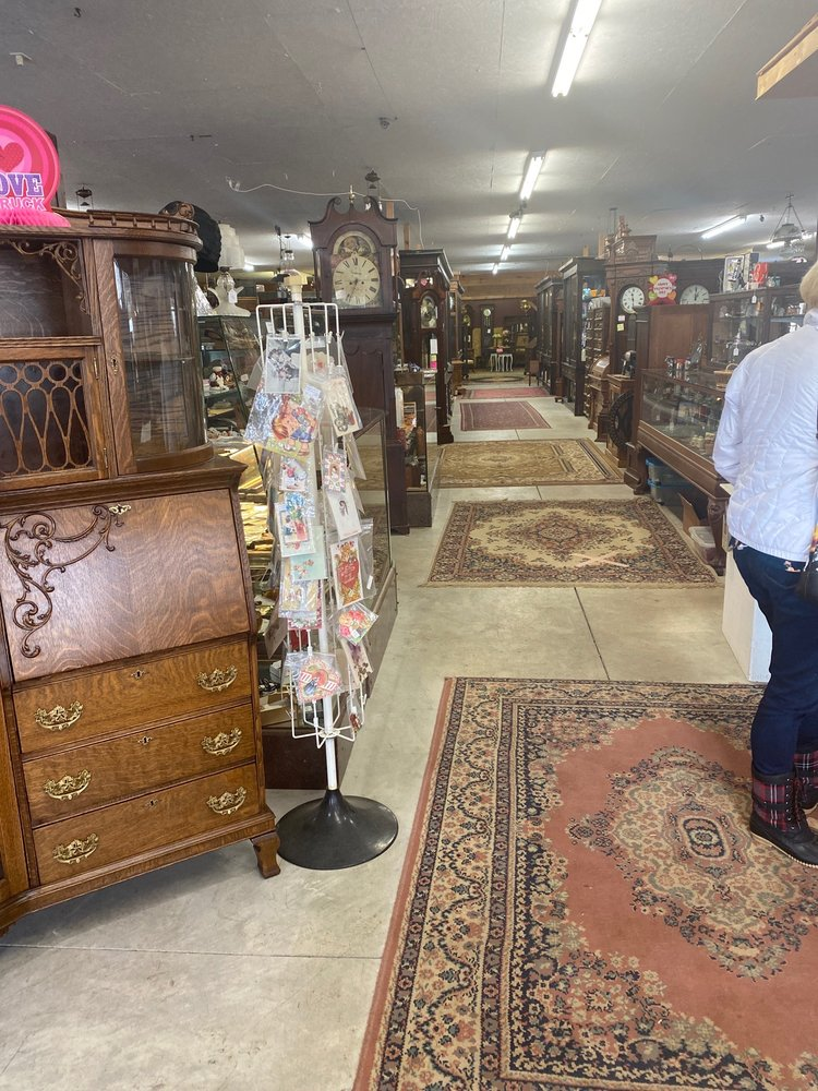 Mike Antiques & Old Goodies: 8947 State Rd, Millington, MI