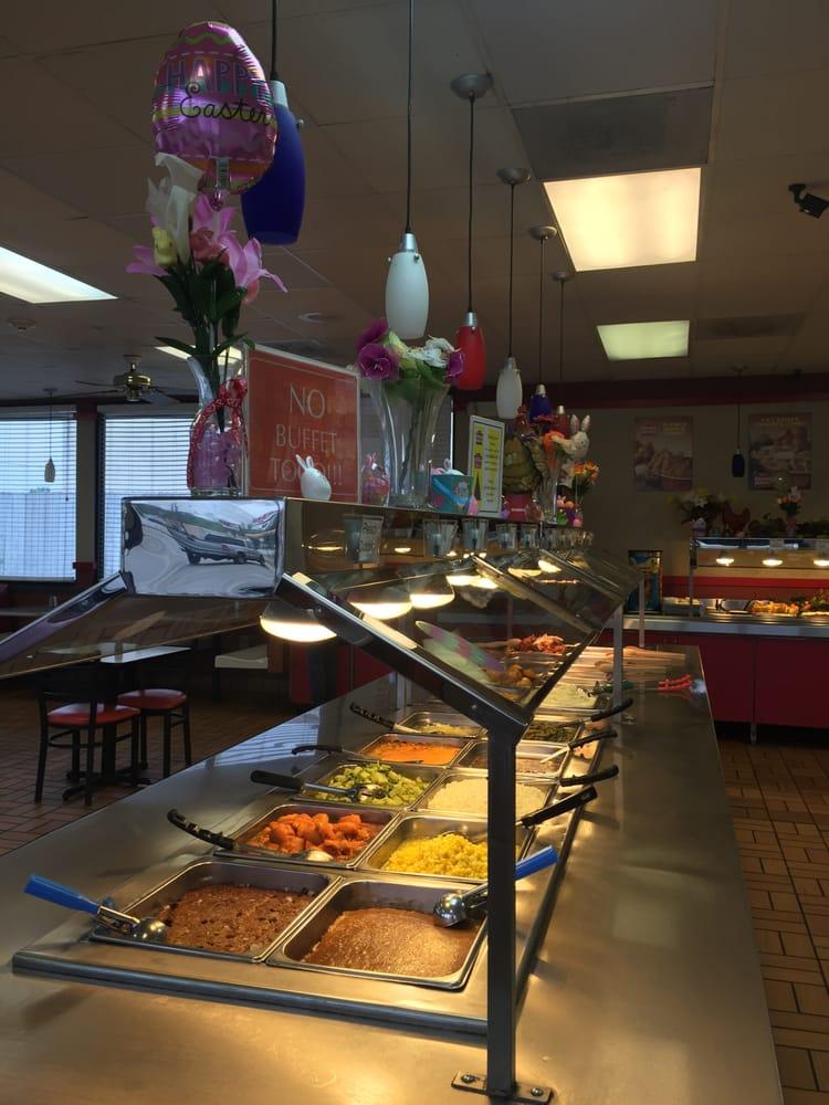 Hartz Chicken Buffet: 1411 US 90, Liberty, TX