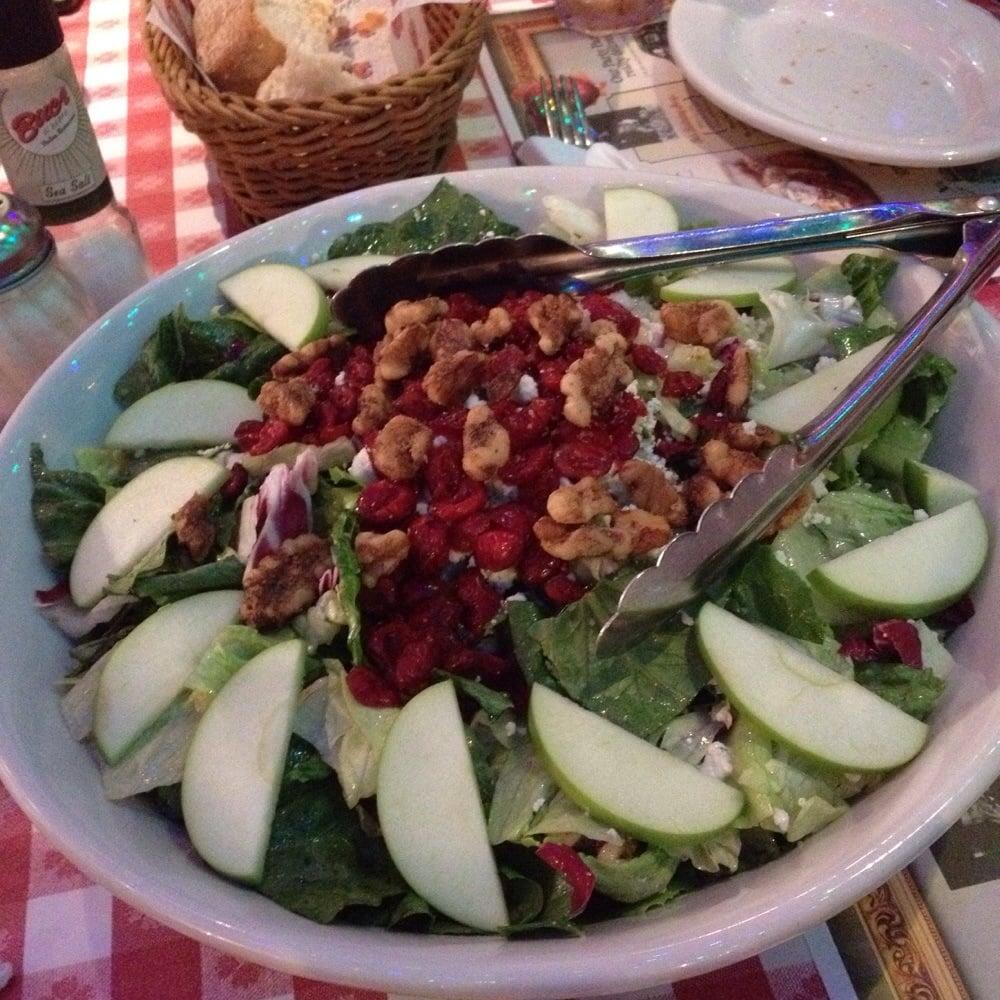 Restaurants Italian Near Me: Apple Gorgonzola Salad