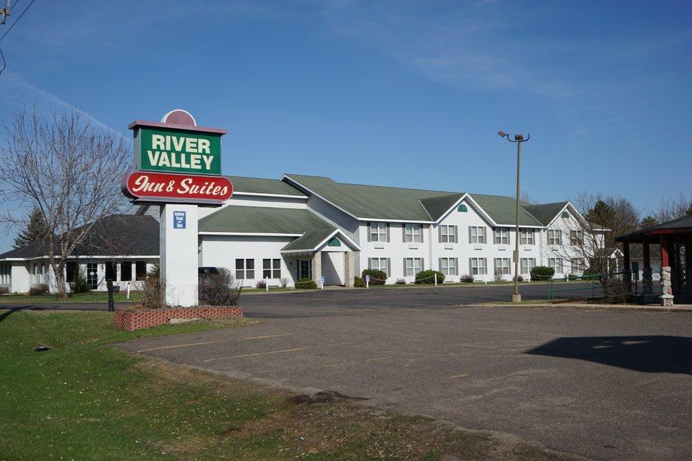 Osceola River Valley Inn & Suites: 1030 N Cascade St, Osceola, WI