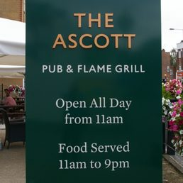 The ascott 13 photos pubs 144 field end road for Fenetre rd scott la