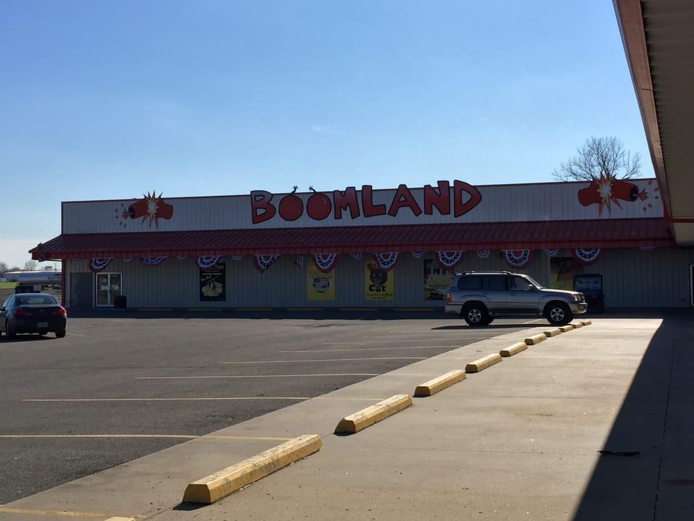 Boomland: 6399 State Hwy 77, Benton, MO