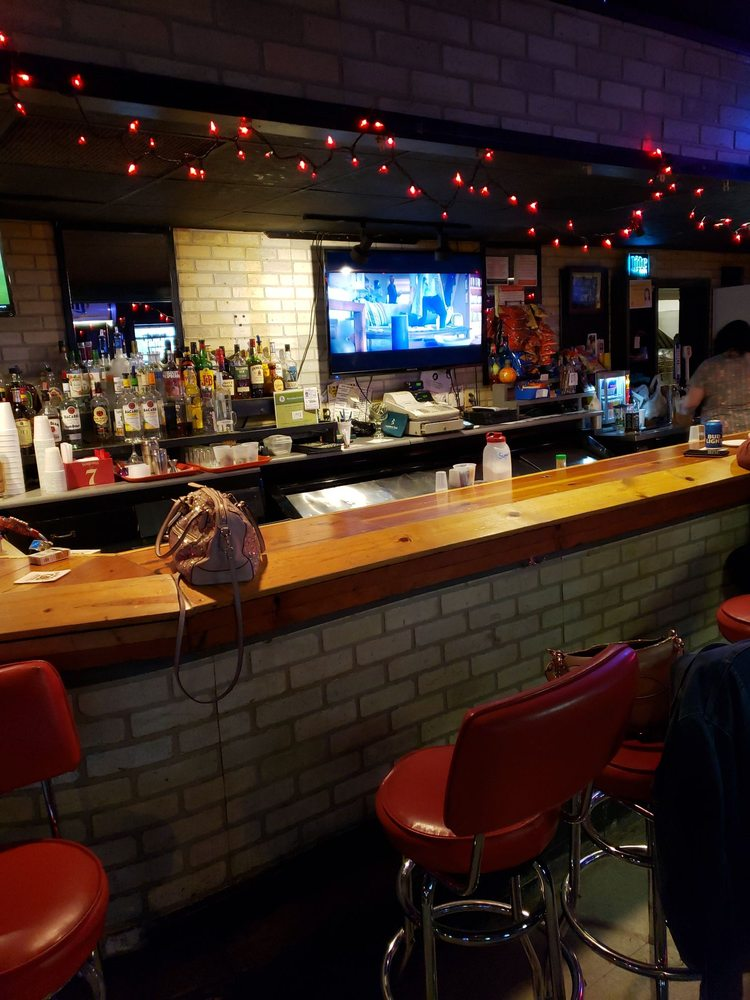 Throttle Bar+Grill: 3308 N Main St, East Peoria, IL