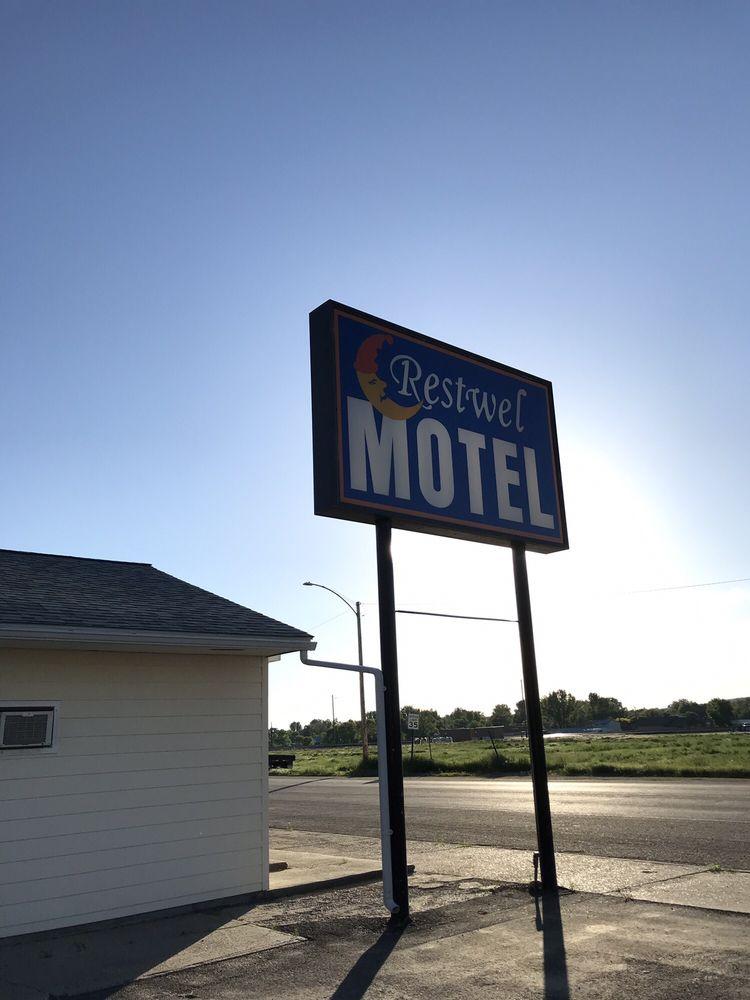 Restwell Motel: 810 Front, Forsyth, MT