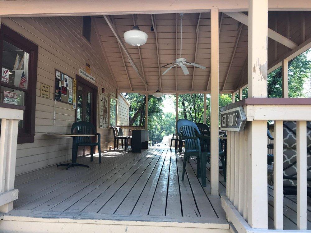 Lake Pillsbury Resort: 2756 Kapronos Rd, Potter Valley, CA