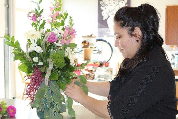 Knees Florist & Emporium: 4927 Utica Ridge Rd, Davenport, IA