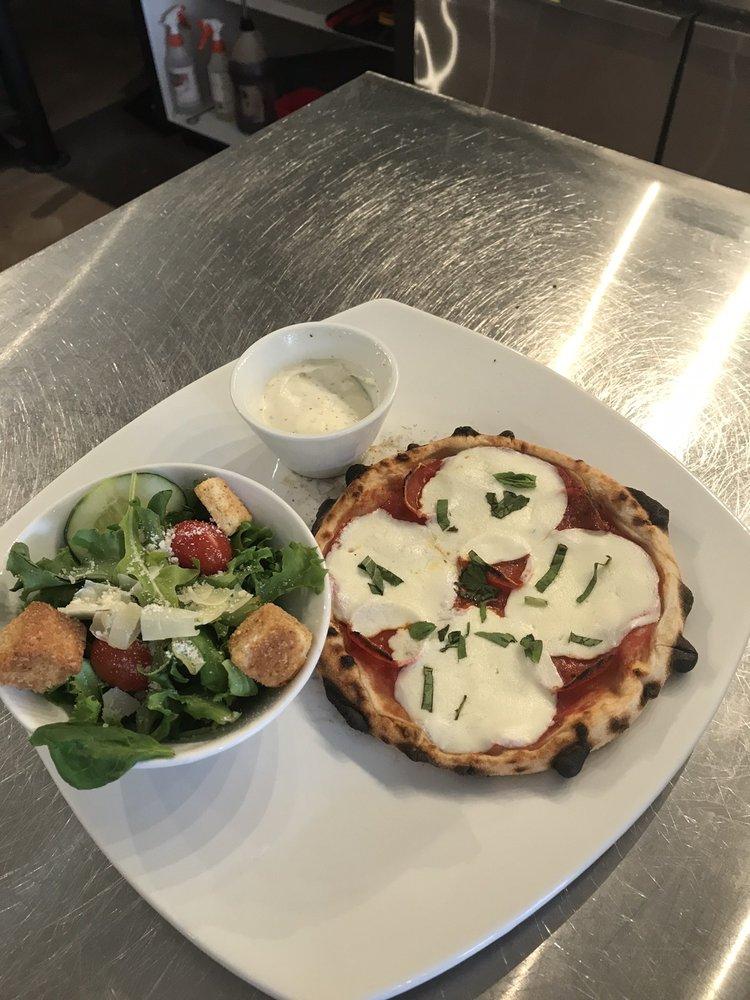 Stella's Brick Oven Pizzeria and Bistro: 250 E Main St, Batesville, AR