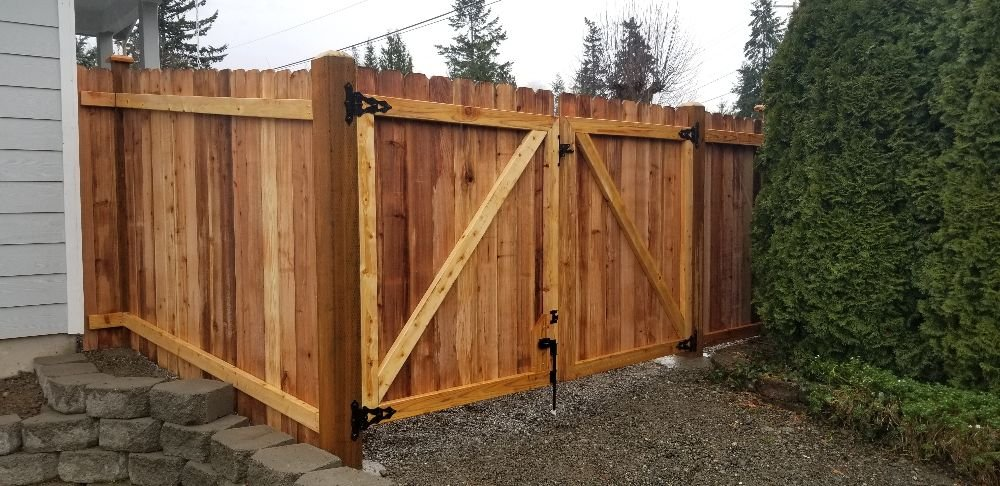6ft cedar fence and gate, with dog ear boards - Yelp