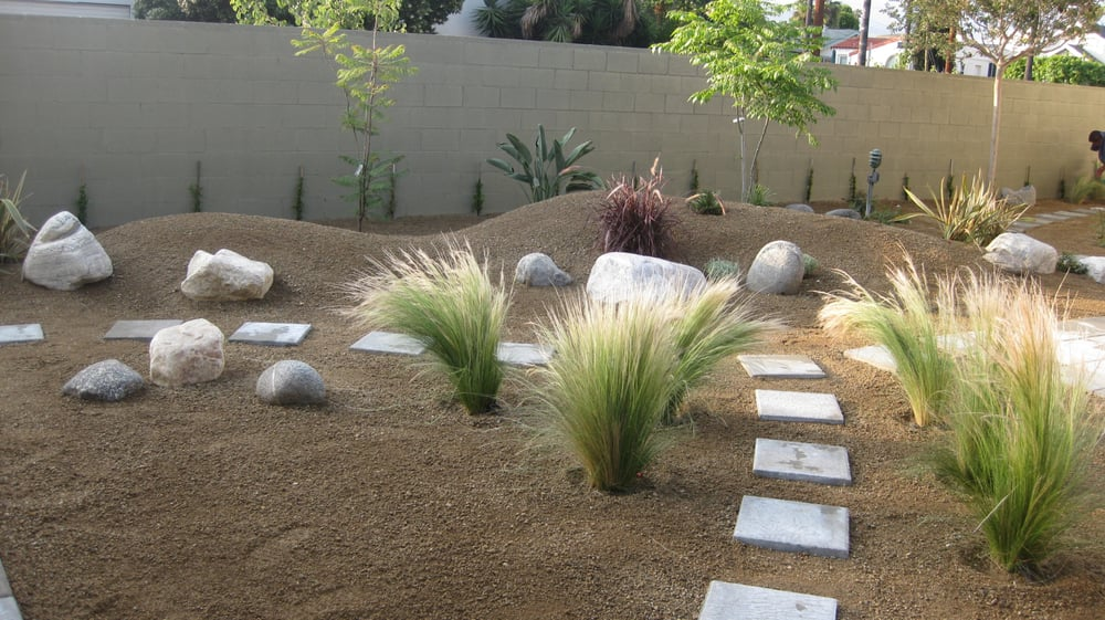 Drought tolerant decomposed granite dg california for Landscaping rocks in los angeles