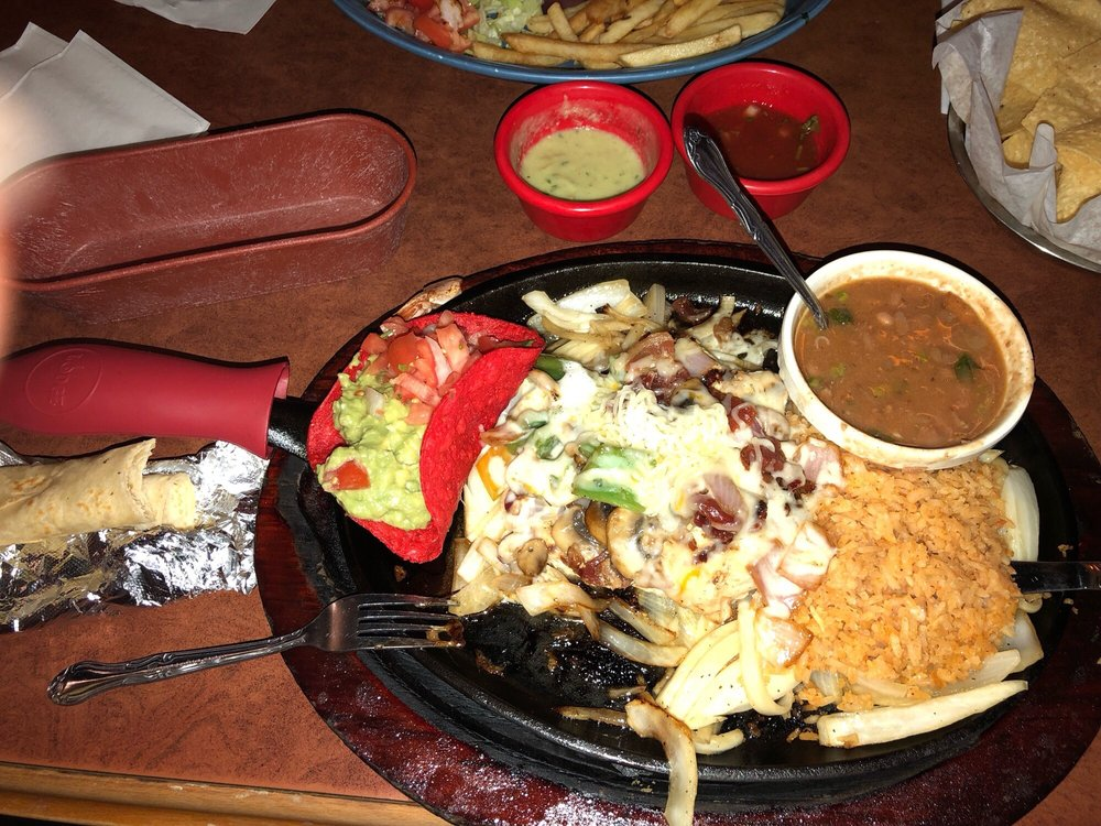 Los Cabos Mexican Grill: 2543 Hwy 71 S, Columbus, TX
