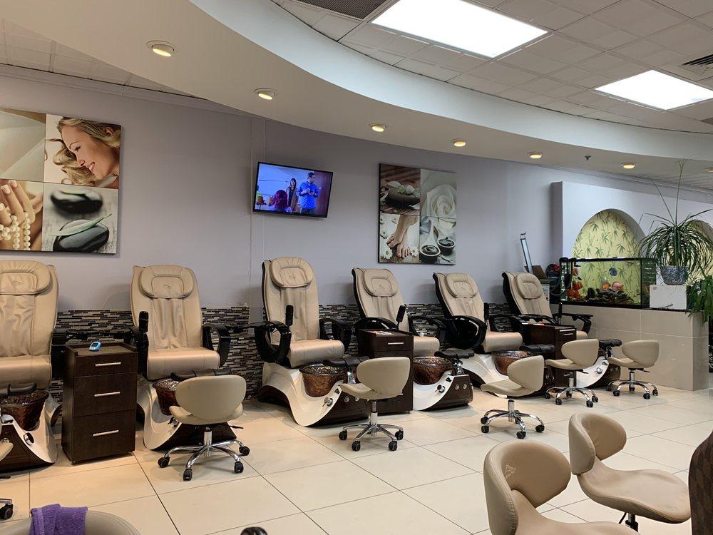 Luna Nails & Spa: 42010 Village Center Plz, Aldie, VA