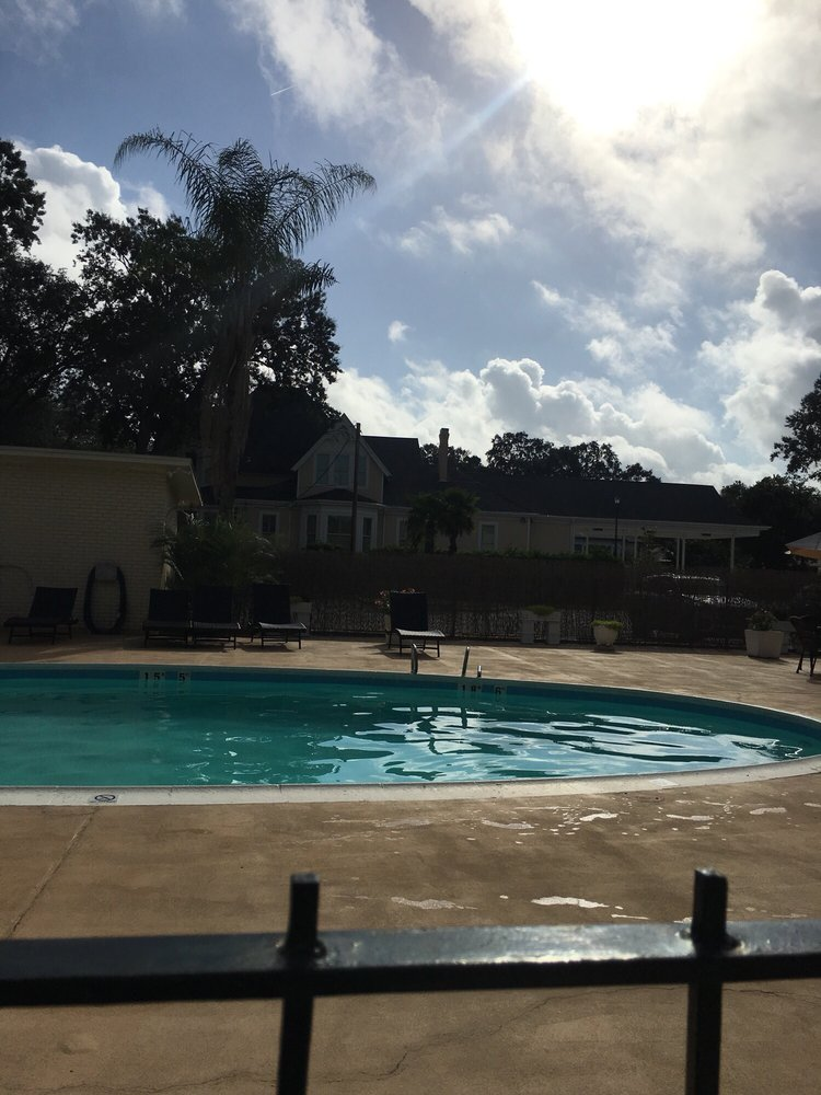 Carmel Inn and Suites: 400 E 1st St, Thibodaux, LA
