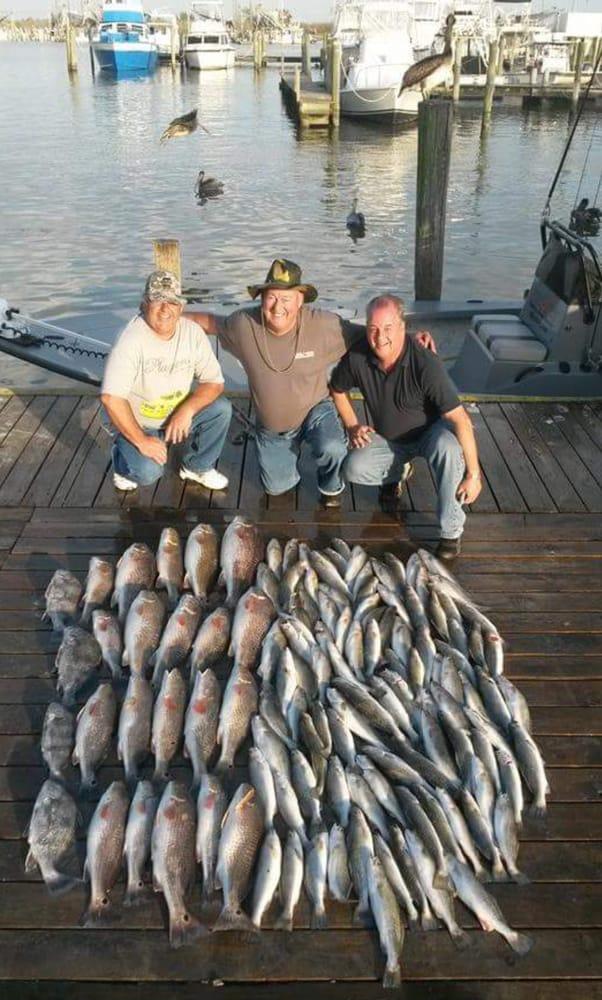 Reel Tite Fishing Guide Service: 137 Dearmas Ln, Venice, LA