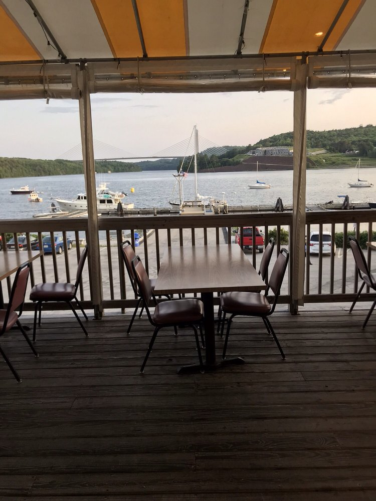 Warren's Waterfront Restaurant: 96 Main St, Bucksport, ME
